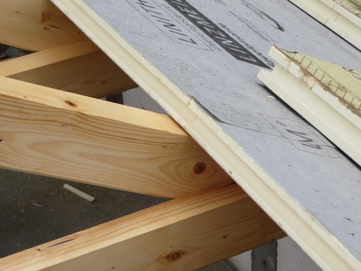 zweilagige Aufsparrendämmung auf Sichtholzdachstuhl im Anbau