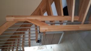 Holztreppe, Geländer kombiniert mit Edelstahl