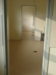 Verlegung von Linoleum in den Behandlungszimmern