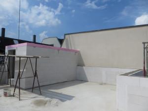 Treppenhaus bis auf das Dach, Flachdach im Rohbau mit umlaufender Attika