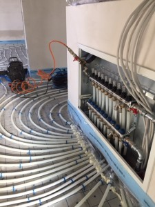 Heizletungen zum Heizkreisverteiler im Obergeschoss