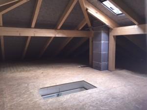 Spitzboden mit traditionellem Dachstuhl, Verlegung von Unterdeckplatten anstelle Unterspannbahn