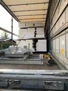 Anlieferung der massiven Hebel-Dachplatten