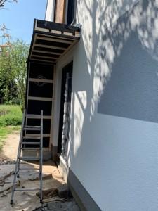 Errichten der Vordachkonstruktion