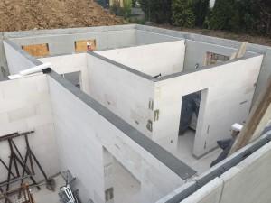 Kelleraußenwände als Filigranfertigteile auis Beton, Innenwände gemauert