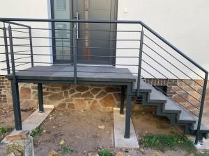 Außentreppe zum Hauseingang