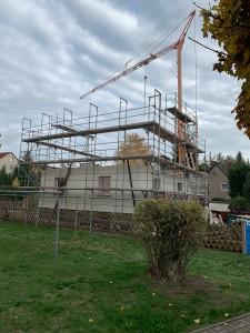 Gerüstaufbau und Beginn Wiederaufbau