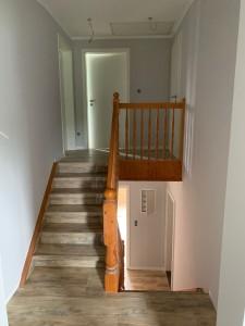 aufgearbeitete Treppe - der Anstrich des Geländers fehlt noch