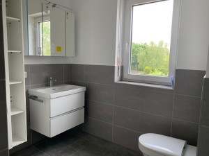 Montage der Sanitärgegenstände und Badmöbel