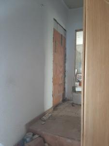 Im Altbau werden Öffnungen geschlossen oder hergestellt.