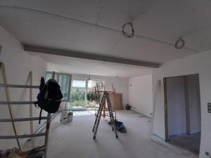 Trockenbauarbeiten im Wohnzimmer