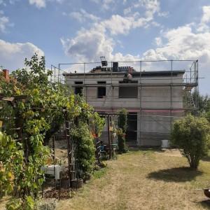 Dachdeckerarbeiten und Anstrich der sichtbaren Dachhölzer