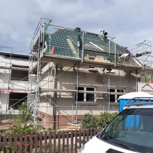Die Arbeiten am Dach gestalten sich umfangreicher als erwartet.