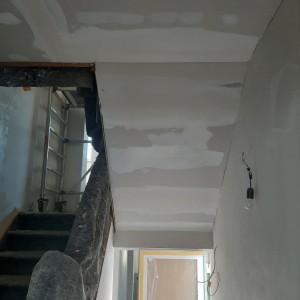 Trockenbauarbeiten im Treppenhaus