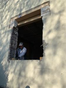 Herstellen neuer Auflager und Stürze für den Fenstereinbau im Altbau