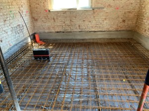 Bewehrung / Mehrspartenhauseinführung Bodenplatte im Bestandsgebäude