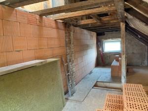 Aufmauern der neuen Haustrennwand gem. Brand- und Schallschutzanforderungen