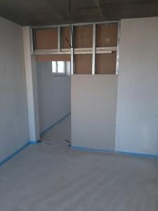 Einbau einer in der Wand laufenden Schiebetür
