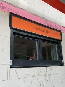 Einbau der Fenster mit Aufsatzrollladenkasten