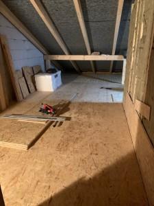 Auslegen des begehbaren Dachbodenbereiches mit OSB-Platten