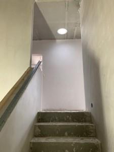 Treppenaufgang mit Tageslichtspot