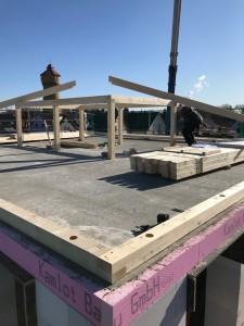 Anlieferung des Holzes für den Dachstuhl