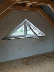 Dreieckfenster im Spitzboden