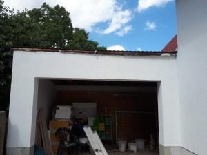 vorhanden Garage mit neuer Toröffnung und vorhandenem Dachabschluss