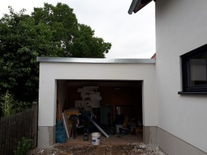Garage mit neuem Dachrandabschluss