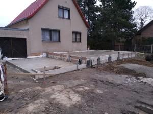 Die Bodenplatten sind betoniert.