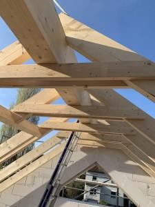 Dachstuhl und Aufgemauerter Giebel mit Dreieckfenster