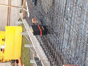 Schalung / Bewehrung Bodenplatte mit der Mehrspartenhauseinführung