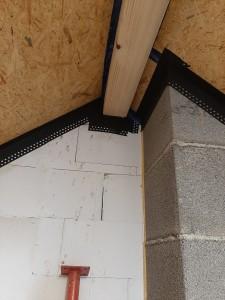 luftdichtes Abkleben der Unterdeckplatten im Spitzboden