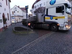 Bei engen Straßenverhältnissen sind Fahrkünste gefragt!