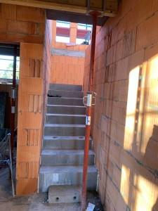 Fertigteilbetontreppe ins Dachgeschoss