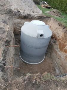 Einbau der Regenwasserzisterne am geplanten Standort