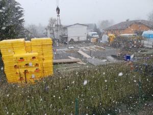 Verlegung der Kellerdecken-Filigranelemente unter erschwerten Bedingungen