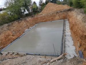Bodenplatte mit Anschlussbewehrung betoniert